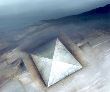 Über der Pyramide, 1982